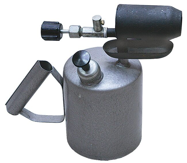Паяльная лампа - это нагревательный прибор, который состоит из бака с топливом и горелки.